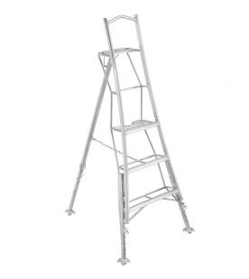 Henchman 0.90m / 3 Tread Professional Platform Tripod Ladder - Fully 3 Leg