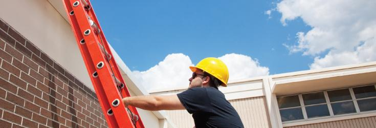 A six step guide to using an extension ladder on a slope
